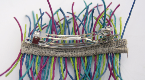 PaperPhine Tutorial: A DIY Barrette made of Paper Twine