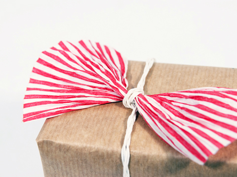 PaperPhine: Our new paper cord: candy stripes in red and white, bulky and fantastic for gift wrappings
